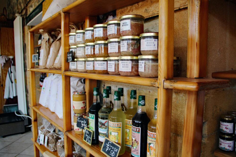 Les fromages de la Ferme de l'Espoir sont disponibles à la boutique de Saint-Nizier-d'Azergues, en grande distribution et boutiques de circuits courts